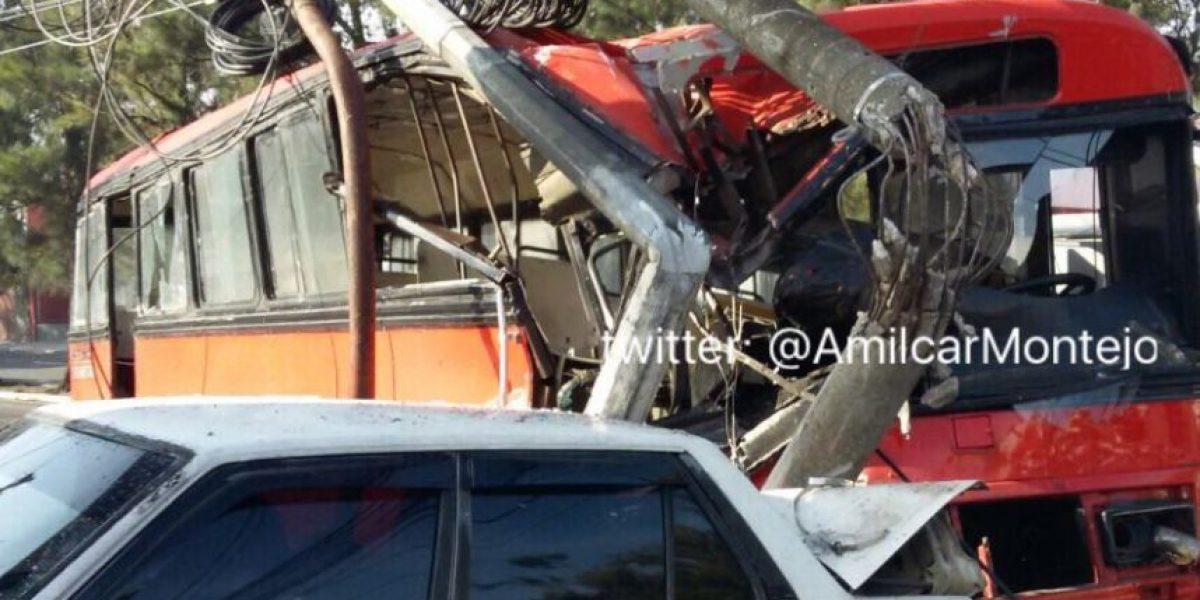 Capturan a chofer de bus empotrado en la calzada San Juan