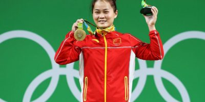 Wei Deng. Levantó 262 kios en la categoría menor a 63 kilos Foto:Getty Images