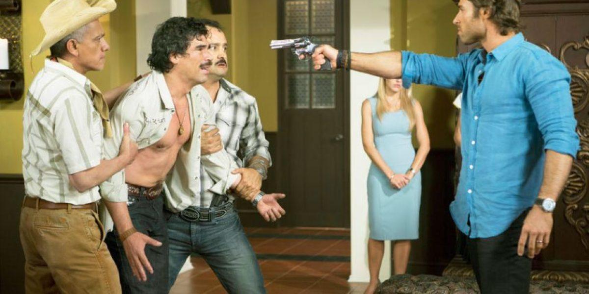 Revelan que famoso villano de telenovelas tuvo cáncer, es gay y su pareja también es actor