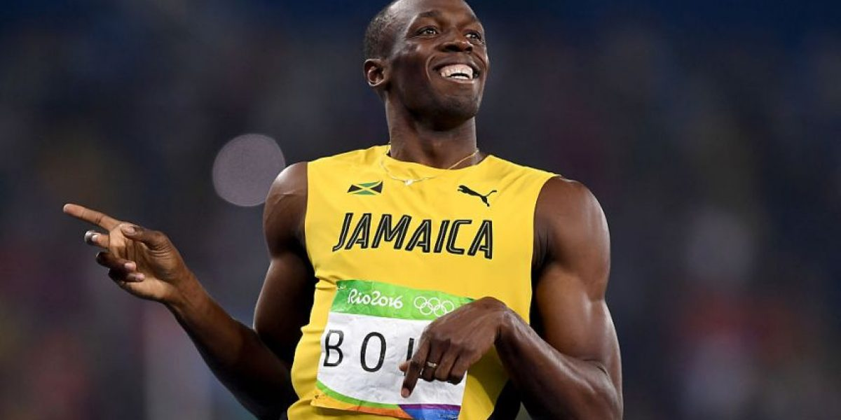 VIDEO. Usain Bolt se ríe de un rival que intenta pasarlo en los 200m