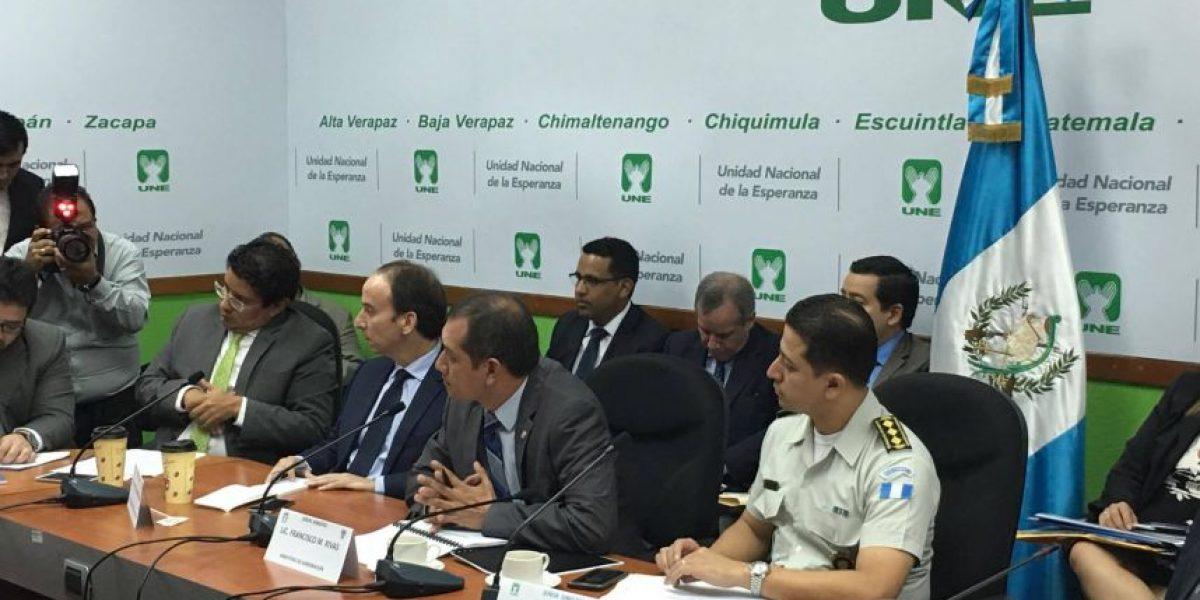 UNE denuncia vigilancia clandestina de SAAS,  autoridades lo niegan