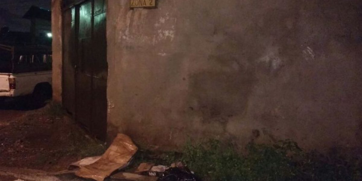 Dejan restos humanos y un mensaje en papel frente a tienda en Boca del Monte, Villa Canales