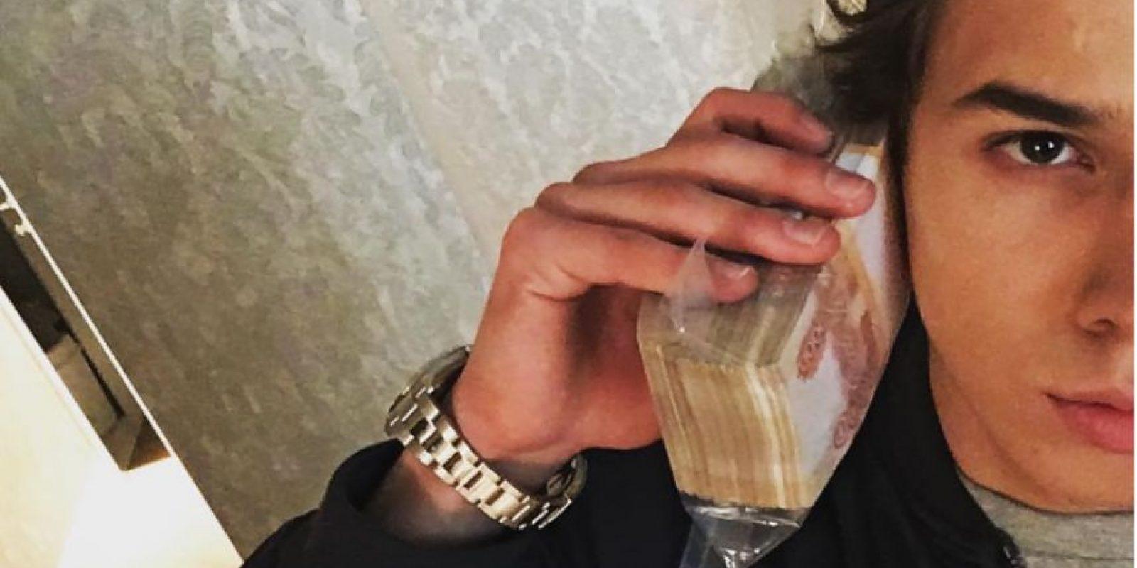 Gregory Mamurin, quien es conocido en las redes sociales como Grisha o GregoryGoldsheid, busca conseguir que sus víctimas caigan en humillaciones extremas a cambio de dinero. Foto:Instagram