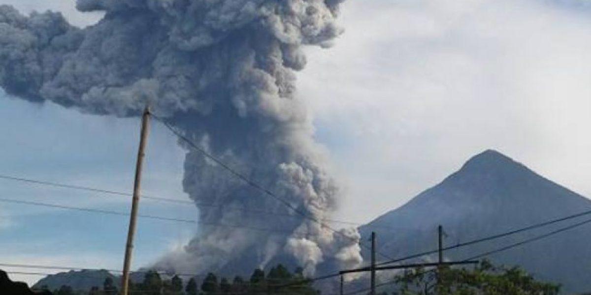 Volcán Santiaguito con explosiones moderadas