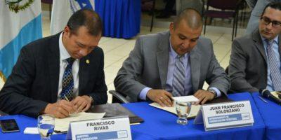 Firman convenio para mejorar registros en aduanas y combate al contrabando