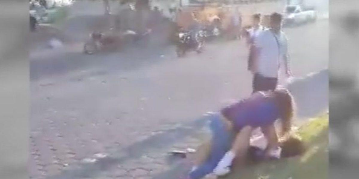 VIDEO. Captan nueva pelea entre estudiantes en Amatitlán
