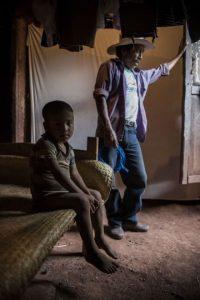 Los niños habitan en viviendas con piso de tierra en el caserío La Travesía. Foto:Oliver de Ros