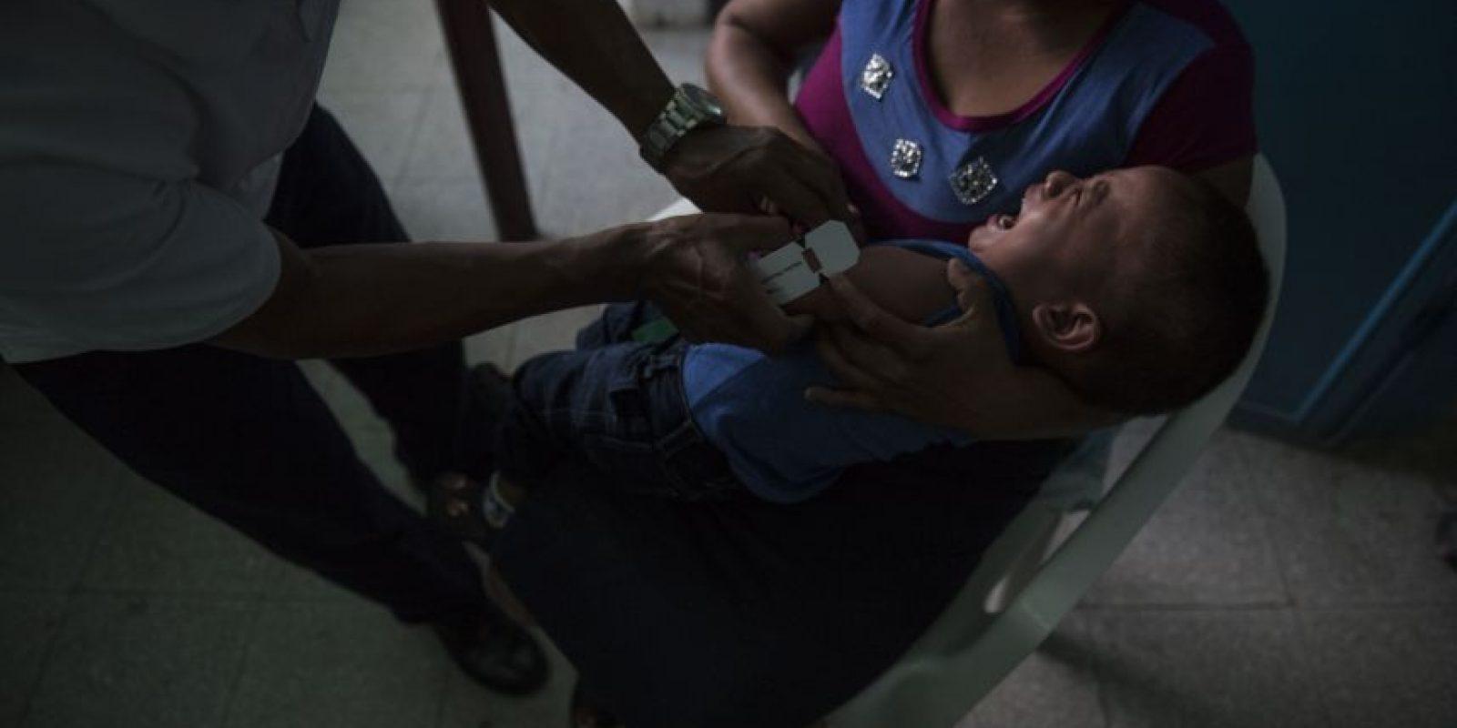 A los niños se les hacen mediciones para verificar si están en riesgo de desnutrición. Foto:Oliver de Ros