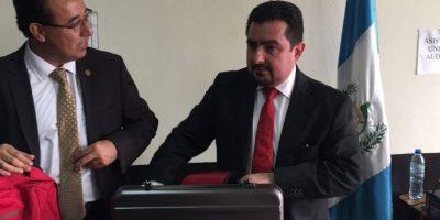 El abogado Vernon Gonzáles fue detenido por ayudar a Rivera a presionar a la magistrada Escobar y también enfrentará juicio. Foto:Kenneth Monzón