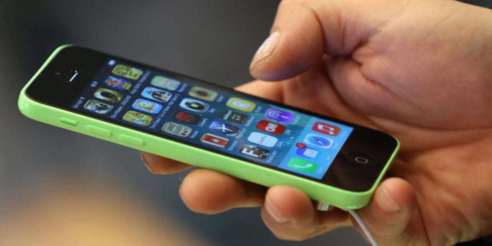 Las últimas versiones de iPhone tienen la posibilidad de desbloquearlos… Foto:Getty Images