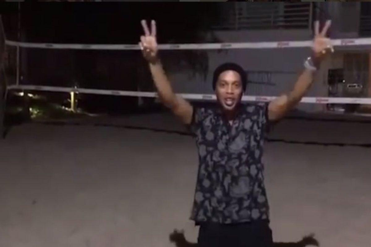 """Y aprovechó la oportunidad para componer y cantar la canción """"Eu sou do mundo, um vencedor"""", el himno para los atletas locales Foto:Instagram"""