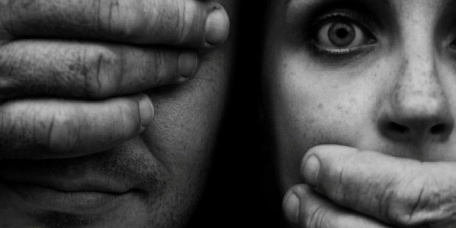 Entre los factores asociados a un mayor riesgo de cometer actos violentos cabe citar un bajo nivel de instrucción, el maltrato infantil o haber estado expuesto a escenas de violencia en la familia, el uso nocivo del alcohol, actitudes de aceptación de la violencia y las desigualdades de género. Foto:vía Voces Visibles