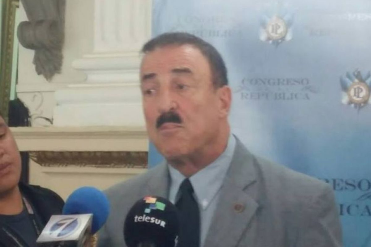 Linares en conferencia de presna Foto:Publinews