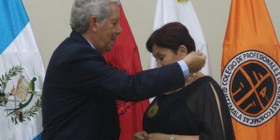 Colegios de profesionales reconocen trabajo de fiscal general y juez Gálvez