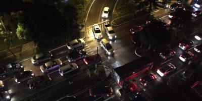 Alta afluencia vehicular en sectores de la zona 10 esta noche