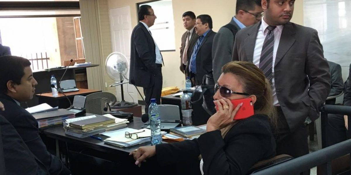 Anabella de León enfrenta audiencia de primera declaración