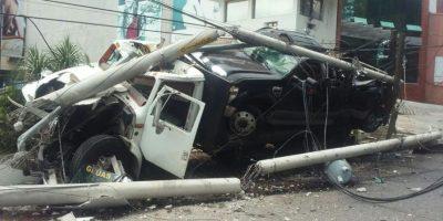 Grúa protagoniza aparatoso accidente en San Cristóbal