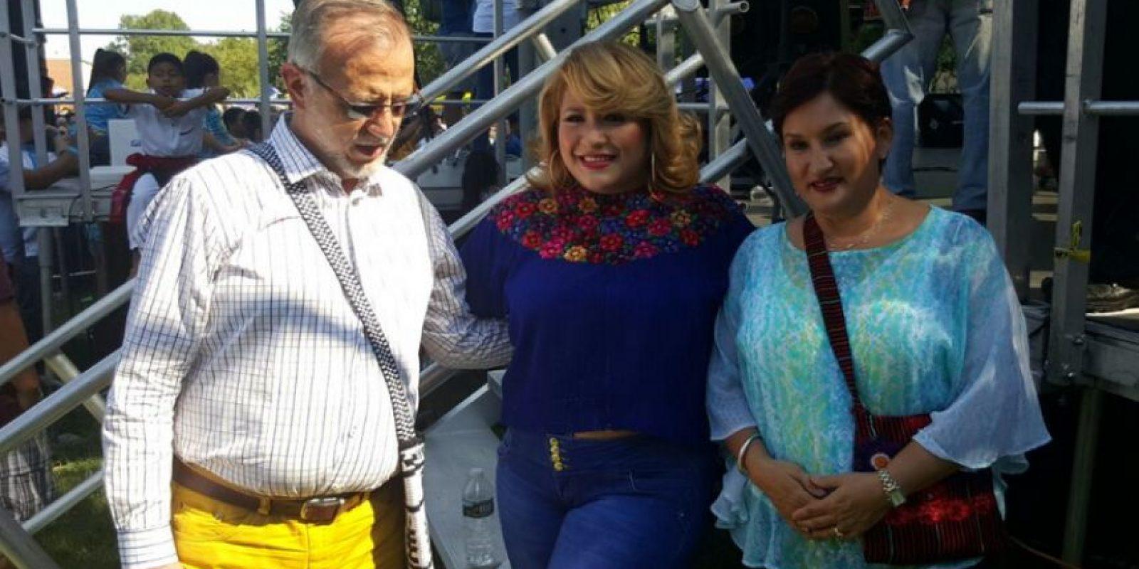 En el festival algunas personas se toman fotografías con Aldana y Velásquez Foto:MP