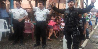 Agentes de la PNC participan en servicio religioso