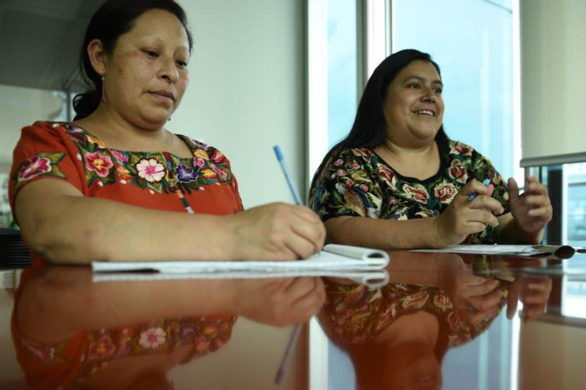 Silvia Xinico, derecha, y Sonia Son, izquierda, de Alianmisar comparten sobre los informes que han realizado Foto:Oliver de Ros