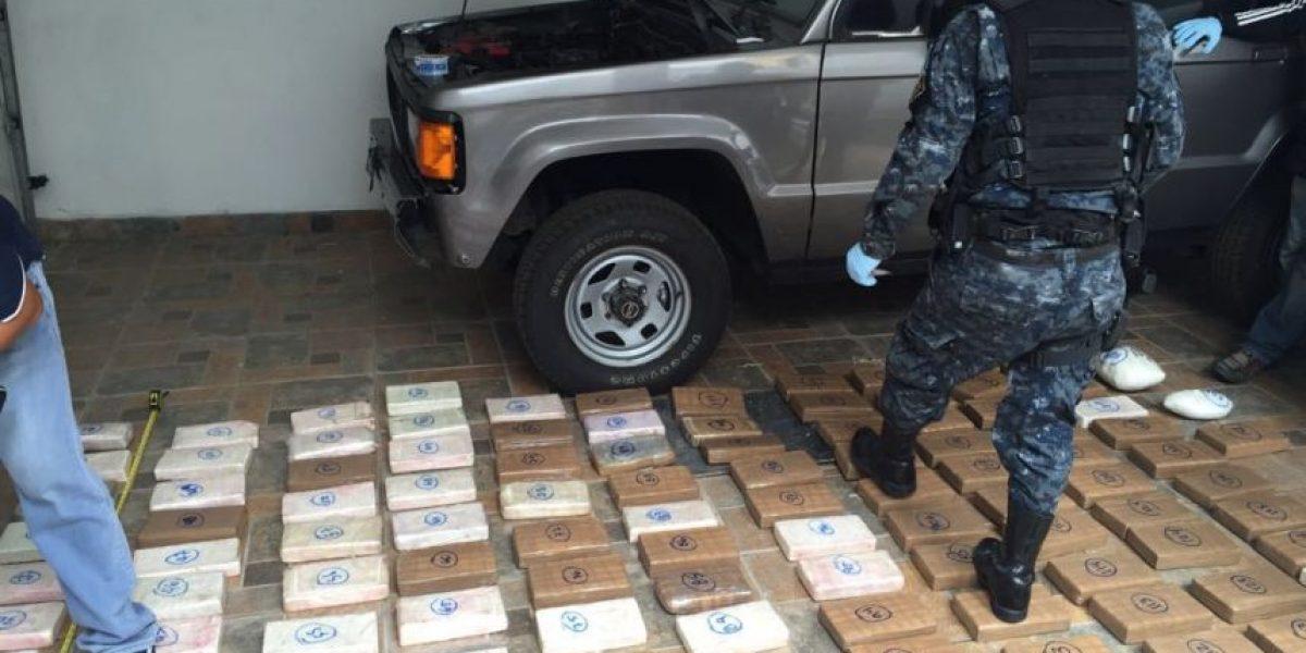 Localizan pistolas, cocaína y dinero en efectivo tras allanamientos en Amatitlán y Mixco