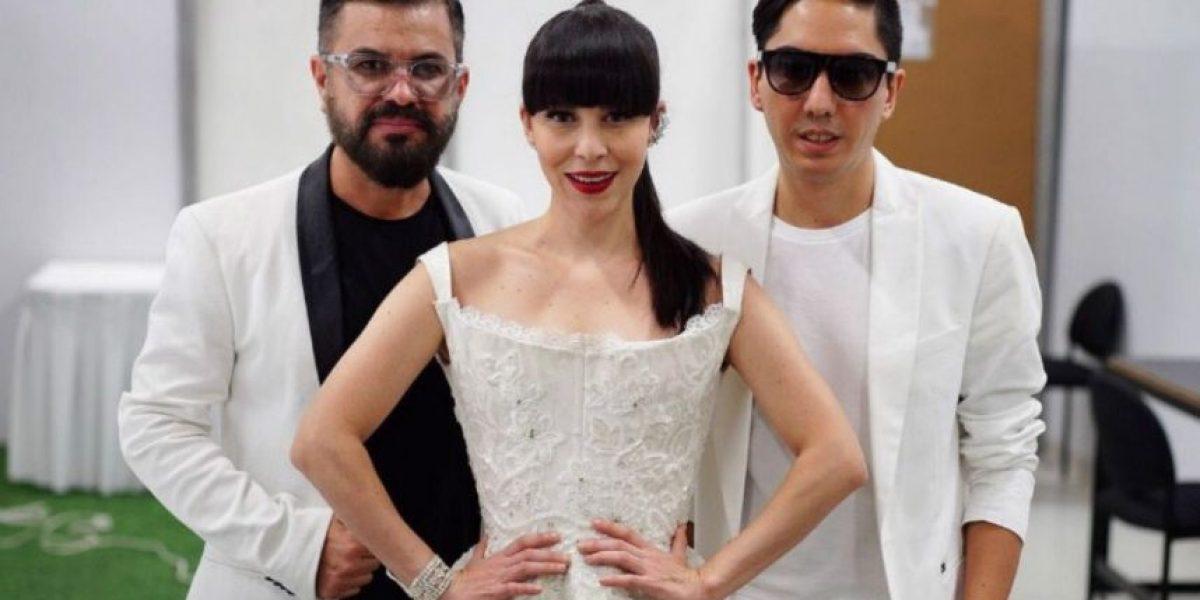 Vocalista de Belanova olvida la letra en homenaje a Juan Gabriel y en redes la destrozan