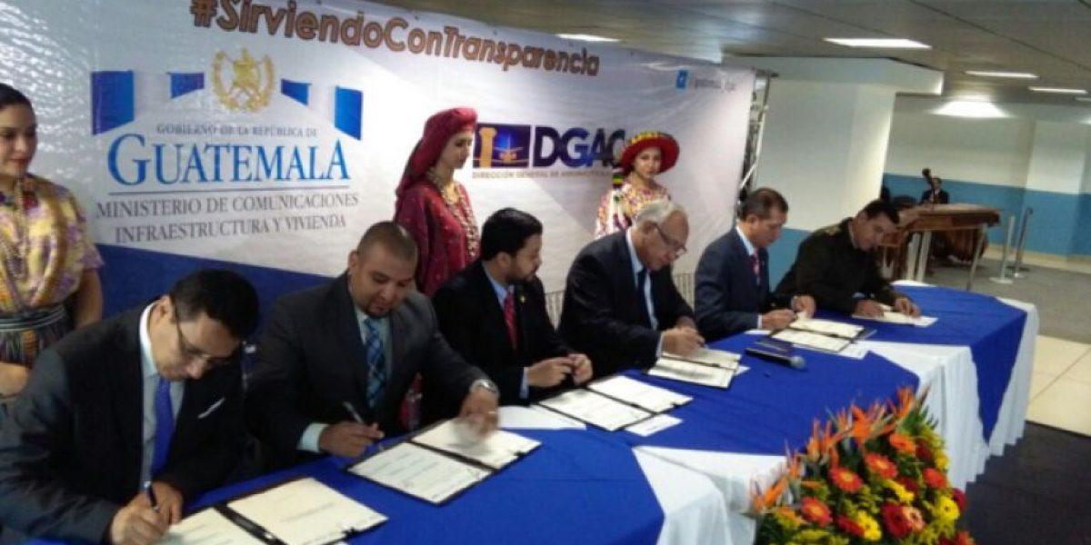 """Firman convenio para habilitar operaciones en el aeropuerto  """"Los Altos"""" en Quetzaltenango"""