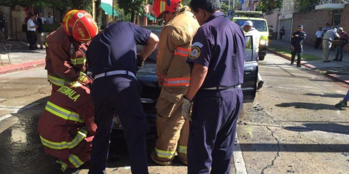 EN IMÁGENES. Vehículo se incendia en zona viva