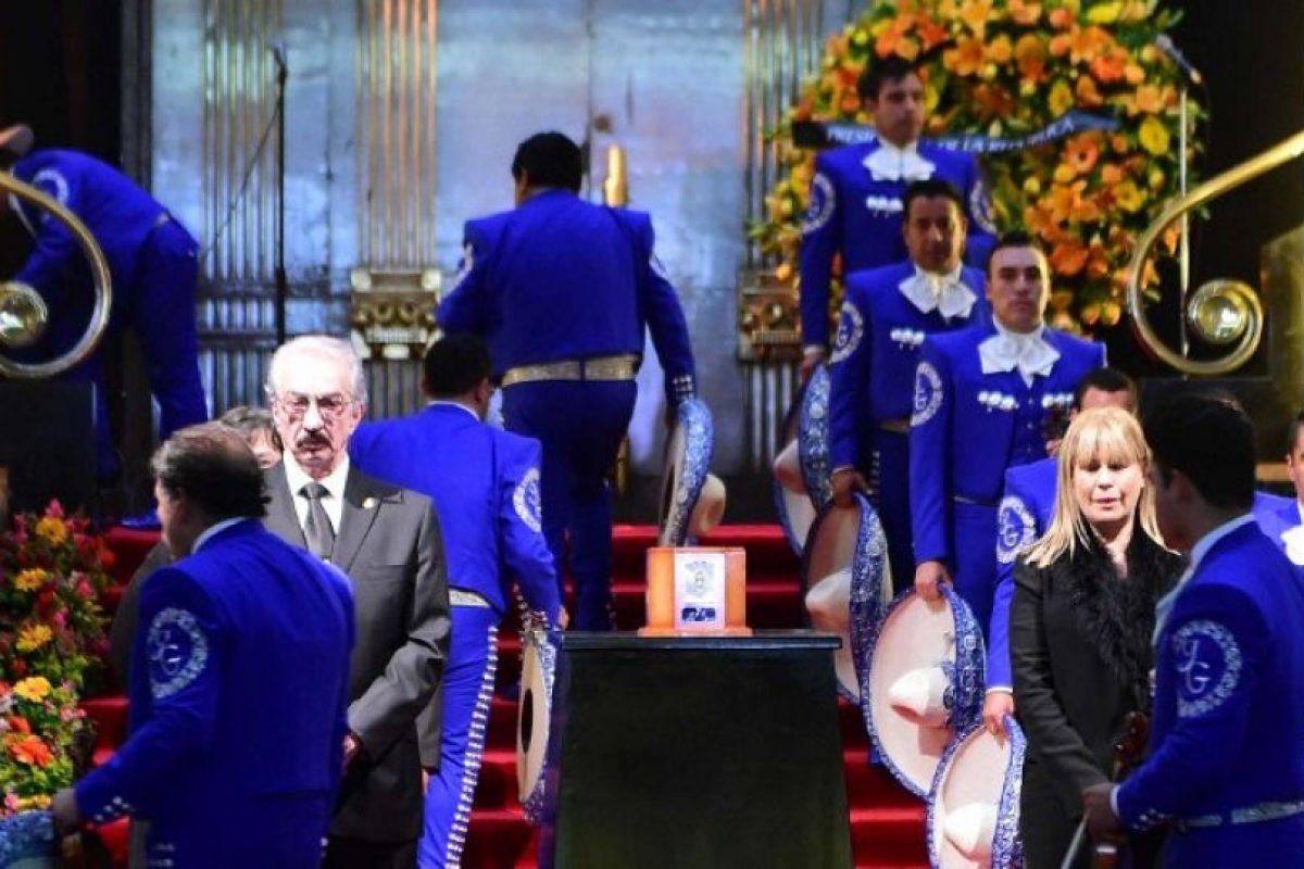 Cientos de miles de personas recordaron a Juan Gabriel Foto:AFP