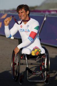 A días de cumplir 50 años, defenderá los títulos de ciclismo en contrarreloj individual H4 y ruta H4 Foto:Getty Images