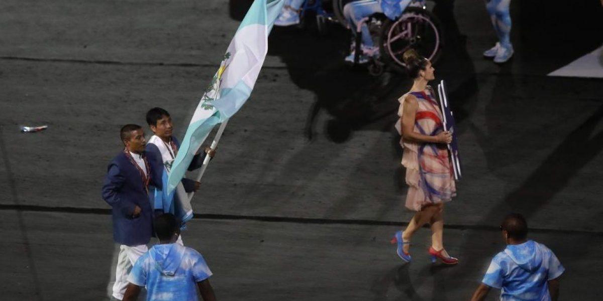 Arrancan los Juegos Paralímpicos de Rio 2016 y Óscar Raxón ondeó la bandera nacional en Maracaná