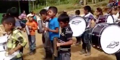 Niños de escuela de Alta Verapaz ya ensayan con sus instrumentos nuevos
