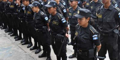 Policías ebrios son detenidos por disparar al aire