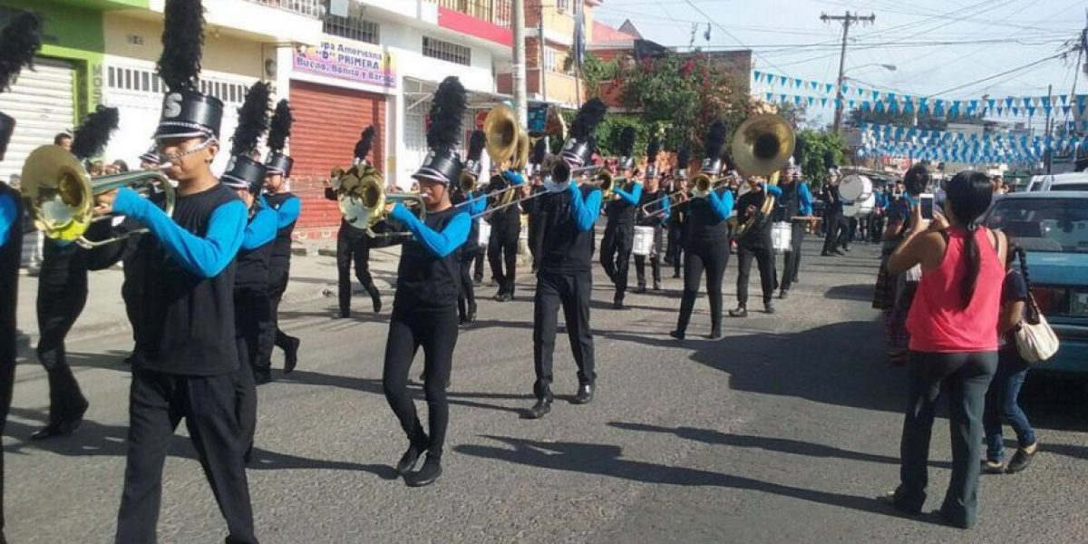 Desfiles y antorchas, las actividades patrias que se realizan este domingo
