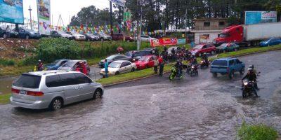Lluvias generan tráfico en varios puntos de la ciudad