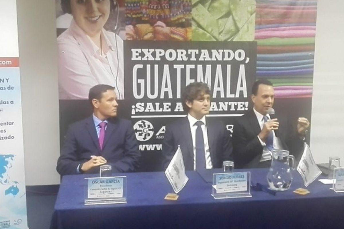 Óscar García, de Sofex, Sergio Flores, de Samsung Mobiles y Gabriel Biguria, director de Agexport Foto:Agexport
