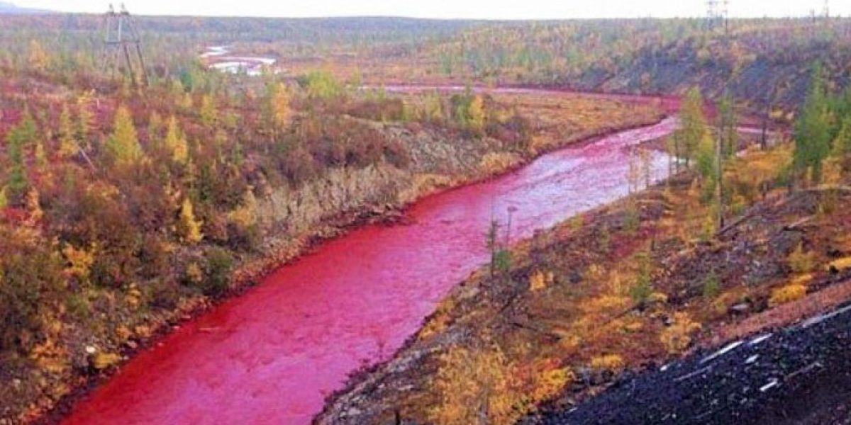 Revelan la razón por la que este misterioso río ruso se tiñó de color rojo