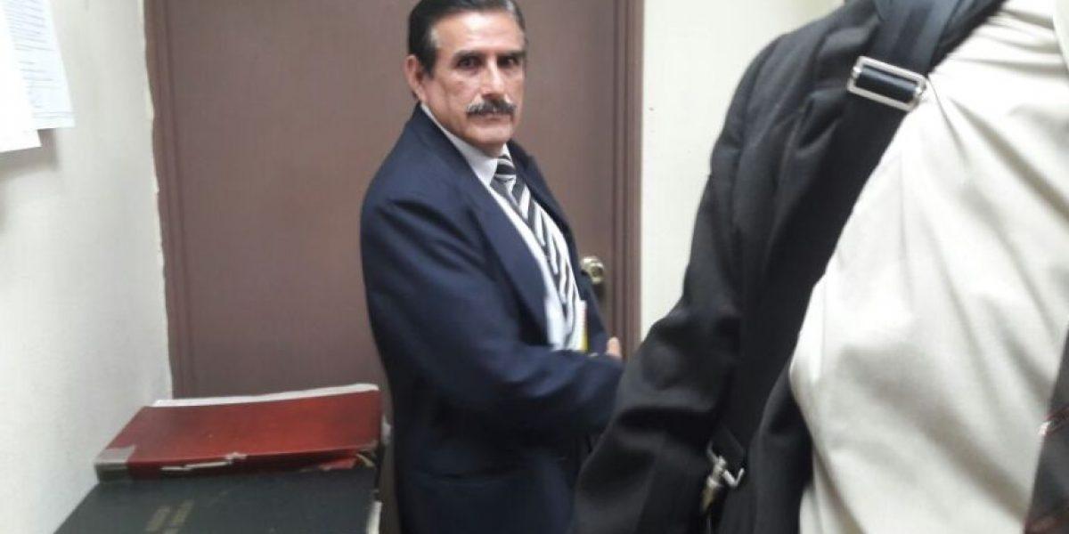"""Diputado Roberto Kestler presenta sus pruebas a un pesquisidor por el caso """"Negociantes de la salud"""""""