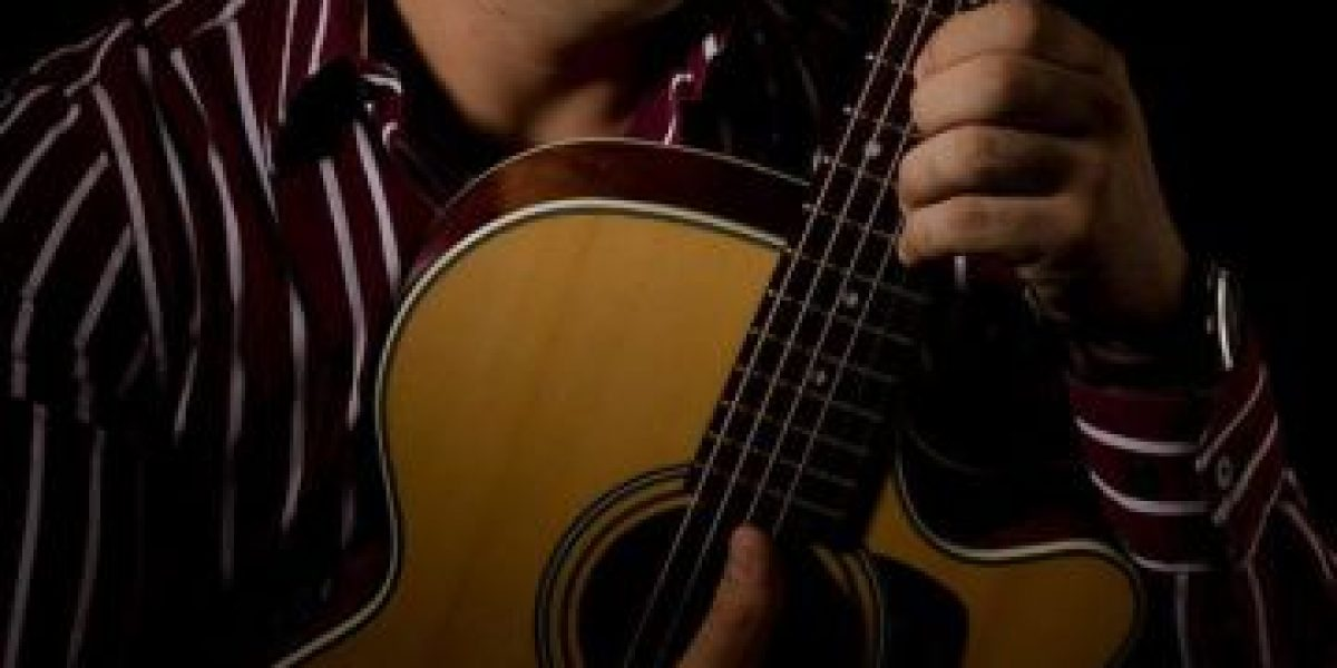 """El guatemalteco Saravia regresa con su más reciente tema """"Sal de mi cabeza"""""""