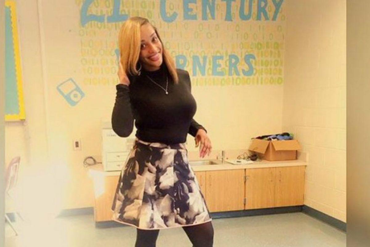 Twitter Foto:La profesora ha sido criticada por su forma de vestir