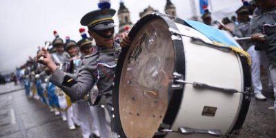 Con instrumentos musicales y entusiasmo, alumnos festejan a la patria