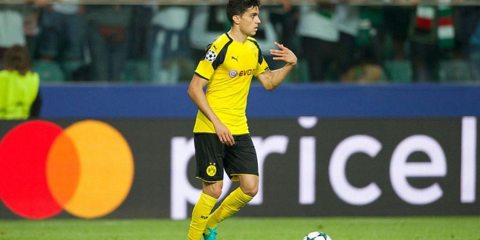 El defensor se lució con gol para Borussia Dortmund ante el Legia en la victoria por 6 a 0
