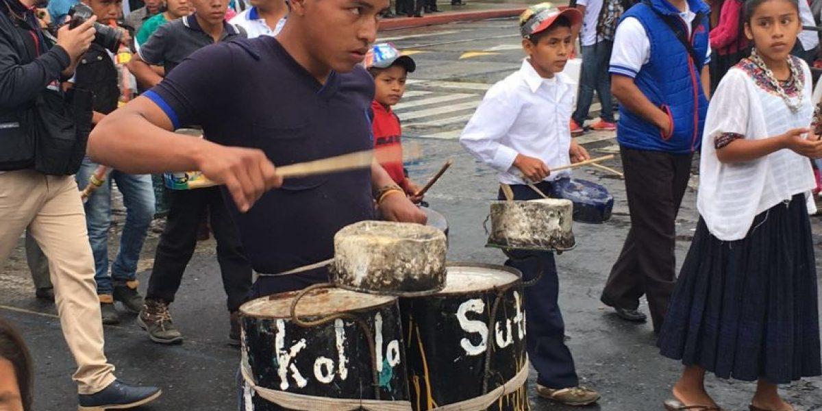 Ingenio y reciclaje dieron vida a la música de una banda escolar en el desfile de Independencia