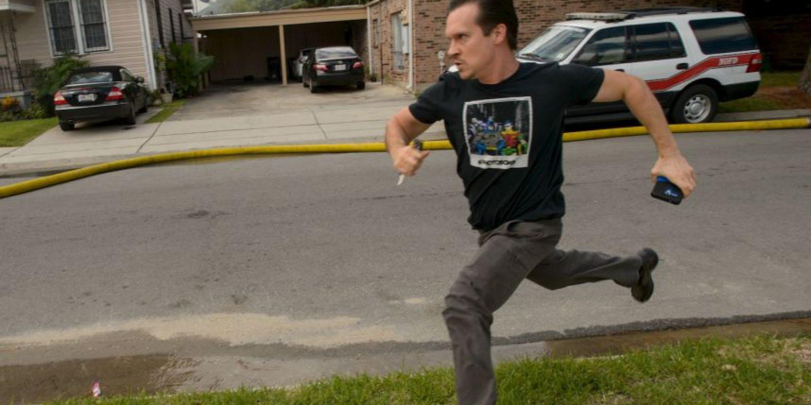 AP Foto:El escritor corrió a salvar sus pertenencias