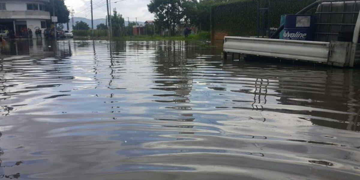 La lluvia que afectó la capital en la tarde provoca algunas emergencias