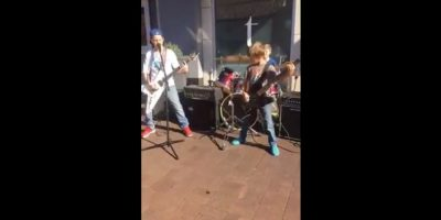 Niños sorprenden a transeúntes con magistrales covers de Metallica