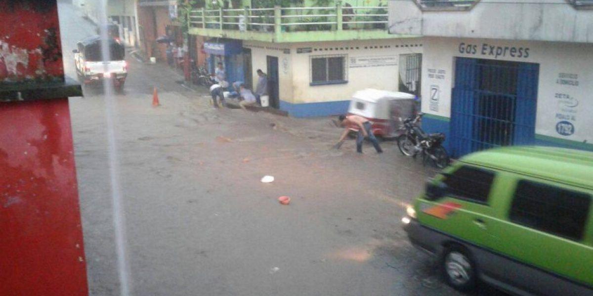 VIDEO. Ríos se desbordan en Suchitepéquez tras fuertes lluvias e inundan calles