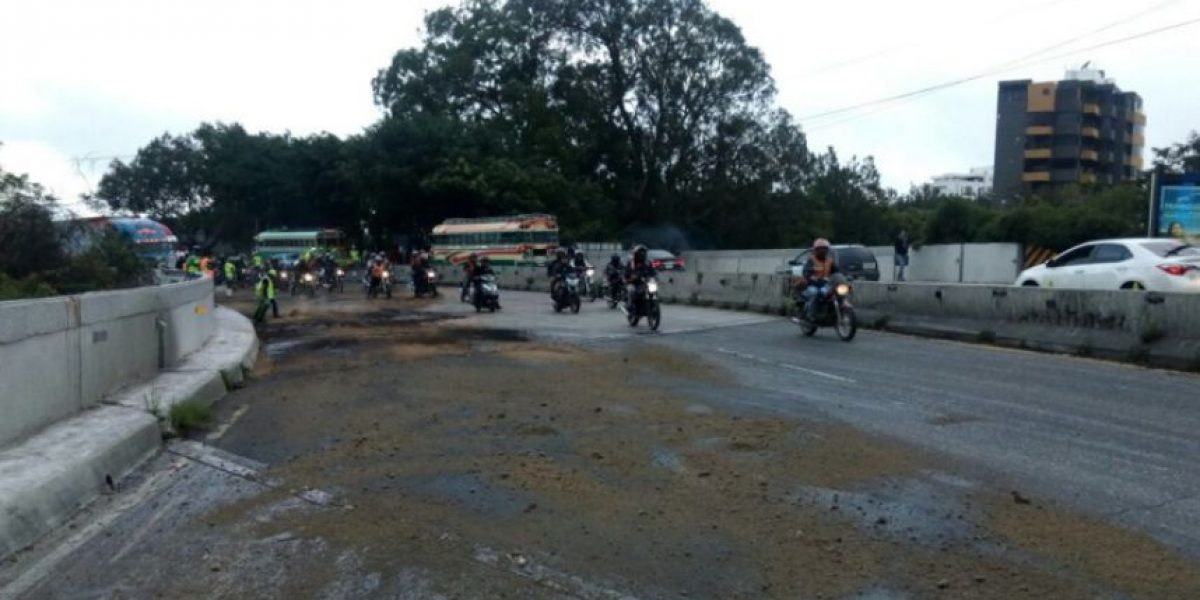 Tránsito en carretera a El Salvador sufrió impacto tras choque de tráiler