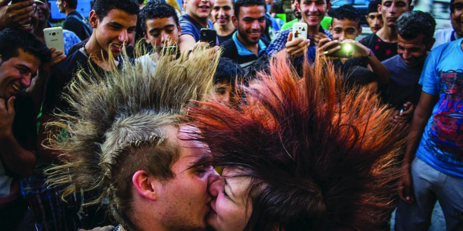 """Metro Photo Challenge Foto:Marcos Mervai (Hungría)Ganador de la categoría""""Amor en la ciudad """""""