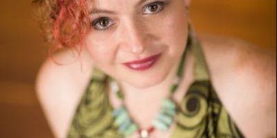 """La guatemalteca Magda Angélica celebra la vida con la canción """"Mi Raíz"""""""